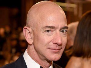 Amazón compra empresa de coches autónomos por 1,000 millones de dólares – y Elon Musk simplemente se burla de Jeff Bezos