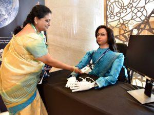 India quiere mandar al espacio a un robot humanoide llamado 'Vyommitra' –es mujer y no tiene piernas