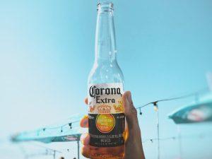 La gente piensa que la cerveza Corona está relacionada con el mortal virus de China