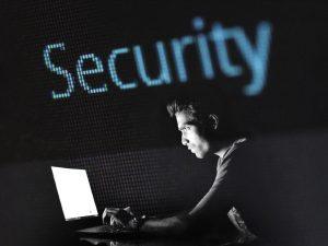 Docenas de cuentas de alto perfil en Twitter, incluidas las de Barack Obama, Jeff Bezos, Apple y Uber, fueron aparentemente hackeadas en una estafa de bitcoins