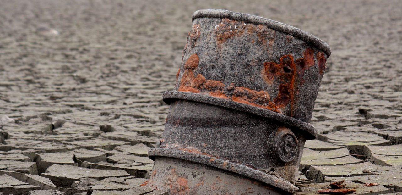 barril de petróleo viejo