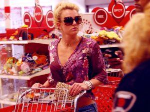 10 millonarios y multimillonarios que van de compras a Costco, Walmart y Target