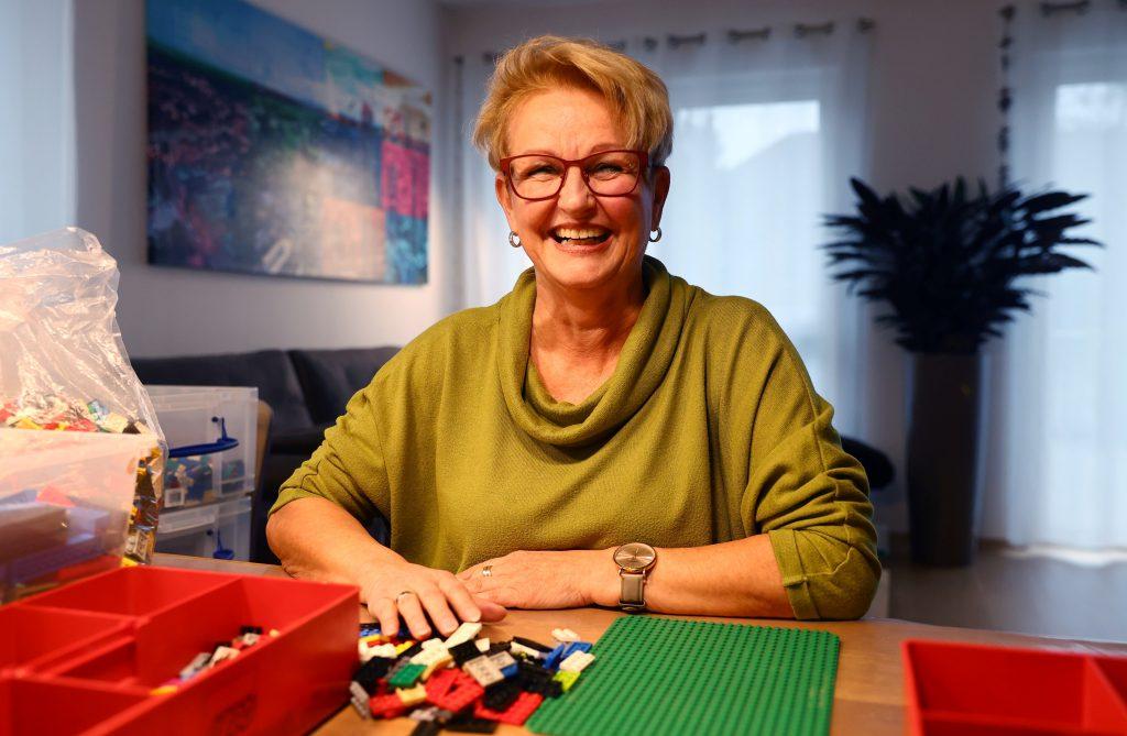 Rita Ebel la mujer que construye rampas para sillas de ruedas con legos