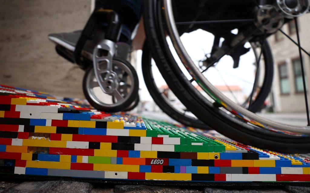 Rampas Lego alemania para sillas de ruedas coloridas