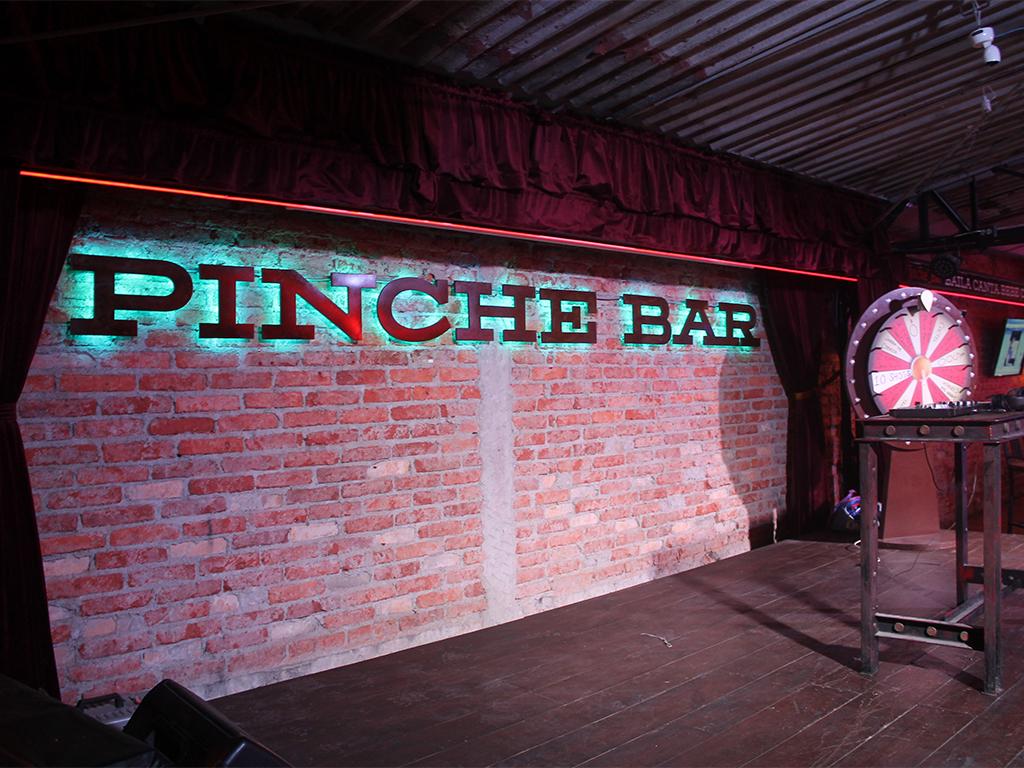 eventos pinche bar escenario noche drag karaoke bingo