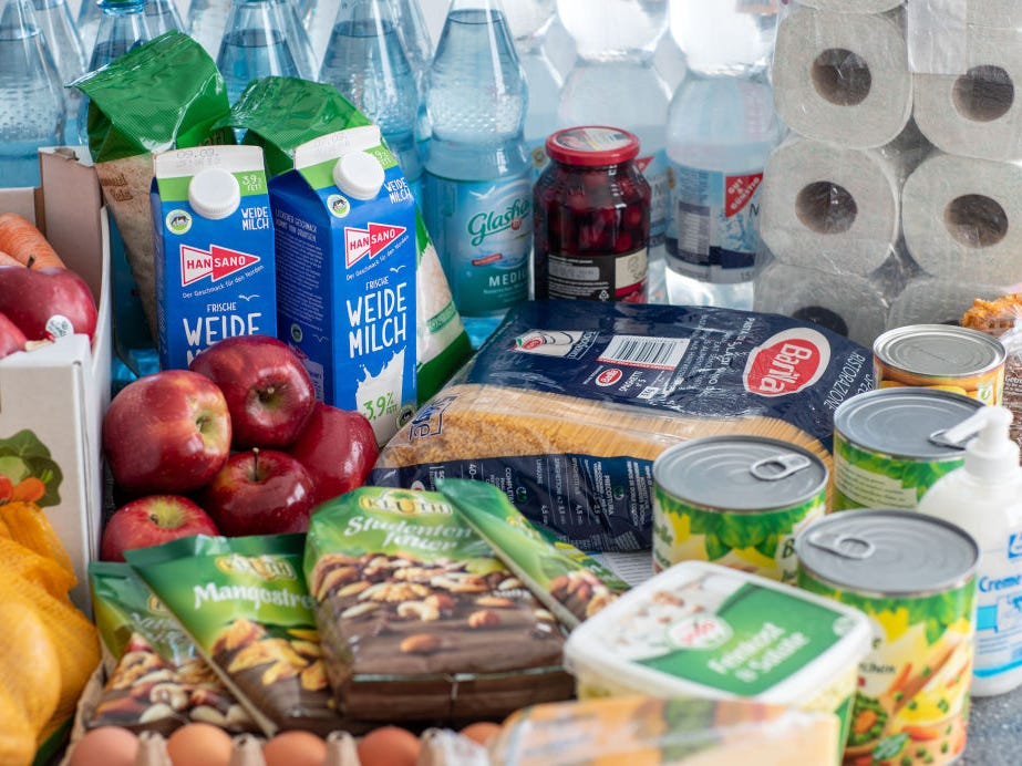 despensa alimentos provisiones kit de emergencia ante el coronavirus