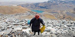 Conoce a las 'pallaqueras', mujeres que buscan oro en la cima del mundo