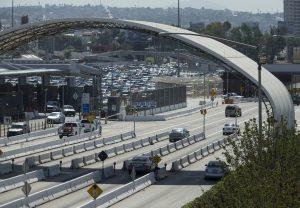 La frontera México-Estados Unidos restringirá cruces turísticos pero no para comercio, anuncia Ebrard