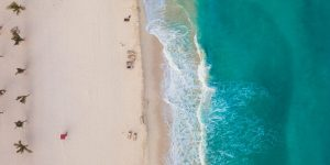 Los hoteles en Cancún cancelan miles de reservaciones para 'spring break' — esperan solo a la mitad de los turistas