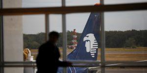 Aeroméxico estima que tendrá 50% menos vuelos en abril por el coronavirus — se prepara para dejar más aviones en tierra, reporta Reuters