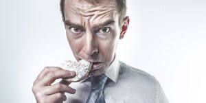 La mala alimentación durante la cuarentena te puede hacer subir hasta 5 kilos — estos consejos te ayudarán a evitarlo