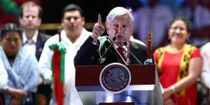 AMLO cambia su discurso; insta a mexicanos a quedarse en casa
