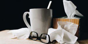 Cómo aliviar los síntomas leves de Covid-19 en casa, de acuerdo con los médicos