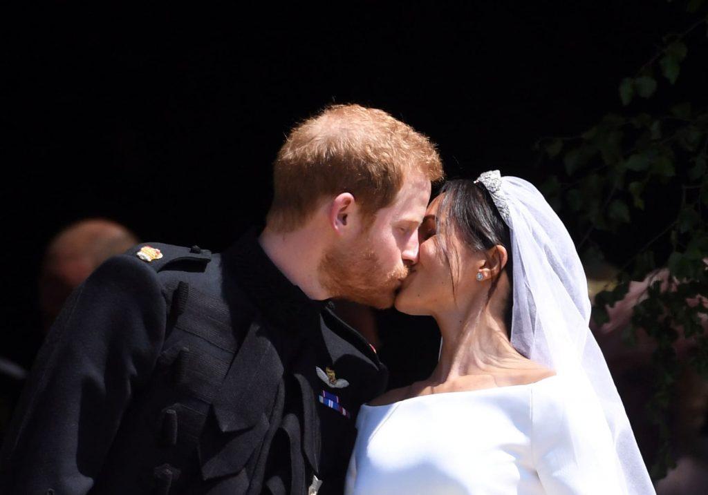 boda real beso principe harry meghan markle duques de sussex