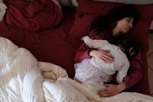 6 consejos de expertos para luchar contra el insomnio y dormir mejor durante el confinamiento