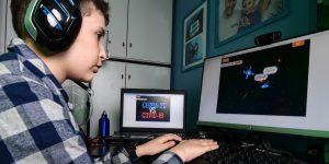 El confinamiento no detuvo a este niño de 9 años de crear un videojuego contra el Covid-19