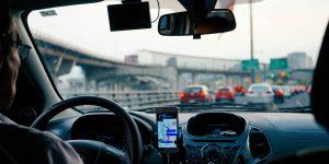 Dos conductores demandan a  Uber para poder entender mejor cómo los algoritmos de la app determinan su trabajo