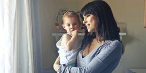 Así es como las madres trabajadoras pueden mantener el equilibrio entre el hogar y el trabajo en tiempos de cuarentena