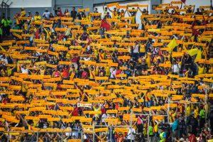 Aficionados de Monarcas rompen la cuarentena para protestar en Morelia contra el posible cambio de sede del equipo