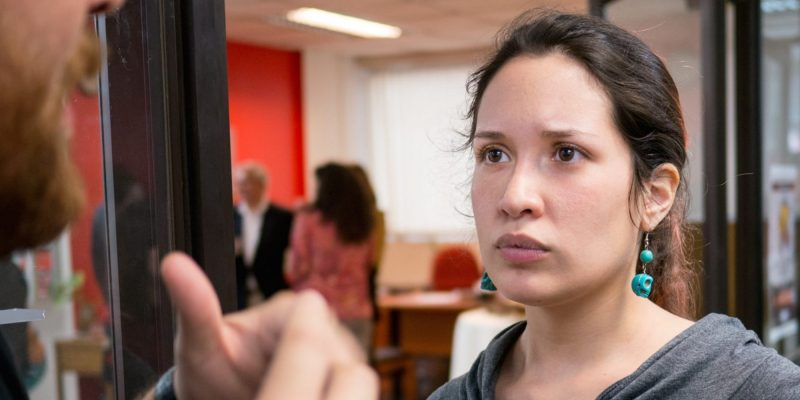 ¿Qué es una microagresión? 14 cosas que la gente piensa que está bien decir en el trabajo, pero en realidad son racistas, sexistas u ofensivas