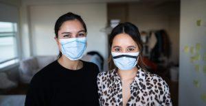 Una exingeniera de Apple está ayudando a combatir la escasez de máscaras N95 con una solución simple que cualquiera puede hacer en casa