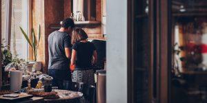 5 formas de usar la cuarentena para fortalecer tu relación de pareja, de acuerdo con una experta en relaciones e intimidad