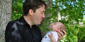 Los bebés pueden aprender la mayor parte de su vocabulario del padre