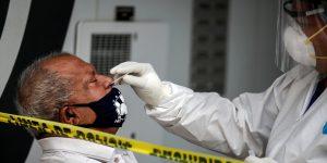 No te emociones, lamentablemente la pandemia de coronavirus no está cerca de terminar, dice la OMS
