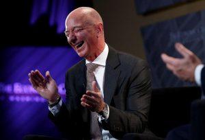 Jeff Bezos es tan rico que acaba de romper un nuevo récord para la humanidad