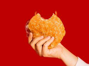 Cómo tener una dieta saludable en momentos de mucho estrés, según los nutriólogos