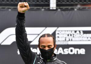 Mercedes se llevó el 1º y 2º lugar del GP de Estiria, mientras los pilotos de Ferrari sufrieron un choque que los dejó fuera de la carrera