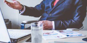 Las negociaciones salariales virtuales requieren habilidades específicas: las 5 tácticas para hacerlo bien, según una profesora de la Kellogg School of Management