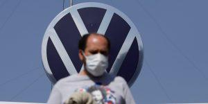 Volkswagen de México y sindicato logran acuerdo salarial de 5.46% y evitan huelga