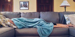 Tomar siestas de más de una hora podría ser perjudicial para la salud de tu corazón, según un estudio