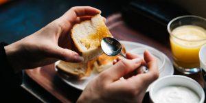 Los 15 alimentos que puedes seguir comiendo aunque hayan caducado