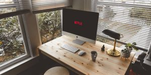 """El CEO y cofundador de Netflix no ve """"nada positivo"""" en el trabajo a distancia"""