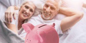 Mi esposo y yo nunca solíamos hablar de dinero, pero cuando finalmente lo hicimos, nos dimos cuenta de que habíamos estado usando el mismo truco de ahorro inteligente para guardar efectivo para la jubilación