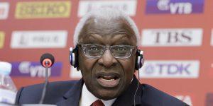 Exjefe del atletismo mundial Lamine Diack es culpable de aceptar sobornos a cambio de encubrir tests antidopaje