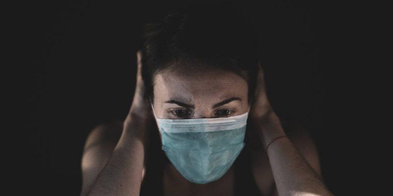 Sí, el estrés puede subirte la temperatura —te explicamos cómo saber si tienes fiebre psicógena